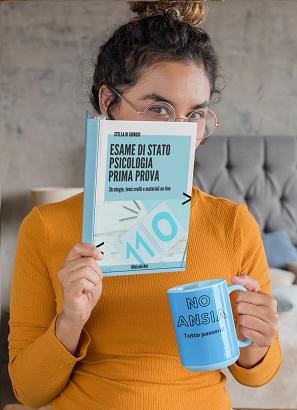 copertina guida metodologie didattiche in mano a donna